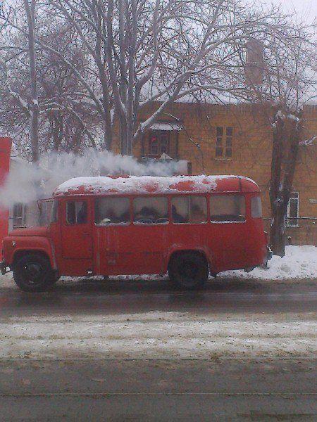 У Донецьку людей возять у автобусі-душогубці (ФОТО)