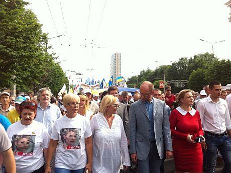 Яценюк і Тягнибок очолили марш у Донецьку (ФОТО)