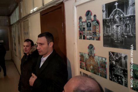 Кияни взяли штурмом Гостинний двір. ФОТО