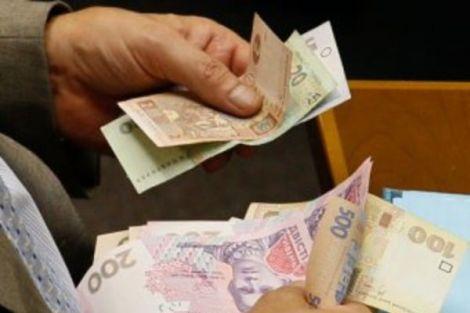 У Львівській області пенсію видали сувенірними купюрами