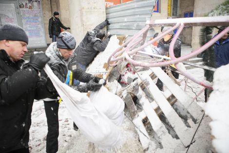 Майдан відроджується після штурму (ФОТО)