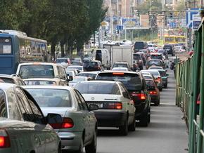 До уваги водіїв! На столичних дорогах обмежено рух